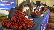 Việc nhẹ lương cao: Chỉ ăn hải sản, nhận lương 75.000 USD