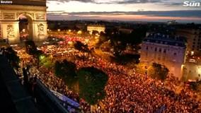 Pháp hỗn loạn sau khi đánh bại Bỉ để giành quyền vào chung kết World Cup