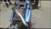 Bị mắc kẹt, rắn hổ mang cực độc thò đầu lên yên xe máy dọa người