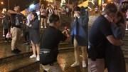 Màn cầu hôn ngọt ngào giữa chợ Đà Lạt hút dân mạng