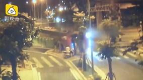 Xe tải chở hàng lật nhào ở khúc cua, người đàn ông thoát chết kỳ diệu