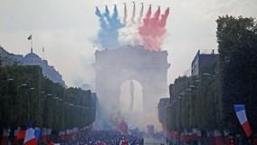 Màn diễu hành rước cúp về Paris hoành tráng chưa từng có của đội tuyển Pháp