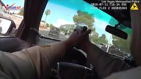 Cảnh rượt đuổi, đấu súng trên xe cảnh sát như phim hành động