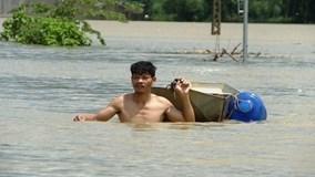 Thanh Hóa: Nước lũ chạm mái nhà, nắng lên vẫn không rút