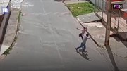 Nữ sinh tay không đánh tên cướp có súng