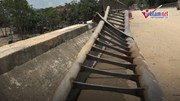 Nước lũ dâng cao, tàu bè trôi tự do đâm hỏng cầu ở Phú Thọ