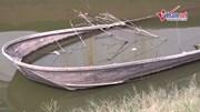Cận cảnh 'nghĩa địa' tàu thuyền tại hồ Tây