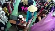 """""""Nữ quái"""" vờ mua quần áo rồi cuỗm điện thoại nhanh như chớp"""