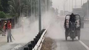 Bão bụi khủng khiếp tấn công người đi xe máy ở TP.HCM