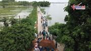 Lũ tràn đê ở Hà Nội, nhiều hộ dân buộc phải sơ tán trong đêm