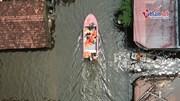 Hà Nội: Ca nô bộ đội 'cưỡi sóng' đưa học sinh tới trường