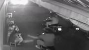 Mải lướt web, cô gái bị cướp điện thoại ngay trước cửa nhà