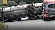 Xe bồn lật đè nát 2 ô tô con, 9 người chết thảm