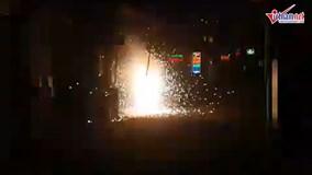 Trụ điện cháy ngùn ngụt, nổ như pháo hoa ở Hà Nội