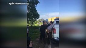 Cảnh sát vây bắt ôtô nghi chở ma túy như phim hành động
