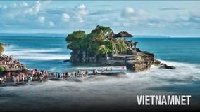 Ngôi đền cổ linh thiêng 'chênh vênh' giữa thiên đường Bali