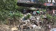 Cảnh ô nhiễm đáng sợ ở chân cầu Long Biên: Bao giờ rác 'nở' thành hoa?