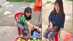 Nữ sinh Hà Giang bán lê ven đường gây sốt vì quá xinh đẹp