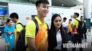 Olympic Việt Nam trong vòng vây người hâm mộ trước giờ lên máy bay dự ASIAD
