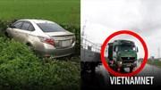 Tài xế đánh lái xuống ruộng bèo vì xe đầu kéo lấn làn ẩu