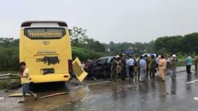Xe khách mất lái tông Fortuner trên cao tốc, 4 người nguy kịch