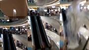 Trung tâm thương mại bất ngờ sập trần, nước trút xuống thang cuốn như thác