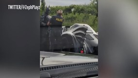 'Người Dơi' chạy siêu xe quá tốc độ, bị cảnh sát tuýt còi