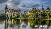 Lâu đài từng được xây bằng bìa cứng hút khách bậc nhất Budapest