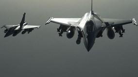 Tiêm kích tối tân Pháp Rafale hạ cánh xuống Nội Bài