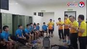 Hình ảnh xúc động của HLV Park và các cầu thủ bên trong phòng thay đồ