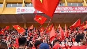 Người hâm mộ cả nước hừng hực tinh thần cổ vũ Olympic Việt Nam