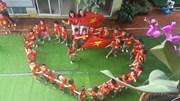 Dàn CĐV nhí siêu đáng yêu hào hứng tiếp lửa cho U23 Việt Nam