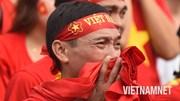 Cổ động viên bật khóc khi Olympic Việt Nam vuột mất huy chương