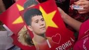 Cờ hoa, chiêng trống vây kín đường chào đón U23 Việt Nam về nước