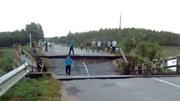 Cầu ở Bình Thuận đổ sập, giao thông tê liệt