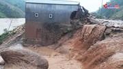 Lai Châu: Lũ đùng đùng đổ về cuốn phăng nhà cửa, 2 người bị mất tích