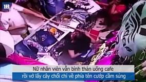 Tên cướp có súng tự rời khỏi cửa hàng vì câu nói bất ngờ của nữ nhân viên