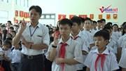 Lễ khai giảng ở ngôi trường hát Quốc ca bằng tay