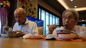 Bí quyết 80 năm giữ gìn cuộc hôn nhân của cặp đôi sống thọ nhất thế giới