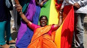 Muôn kiểu ăn mừng của người Ấn Độ khi lệnh cấm quan hệ đồng giới được dỡ bỏ