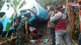 Xe buýt lao xuống vực, 21 người tử nạn