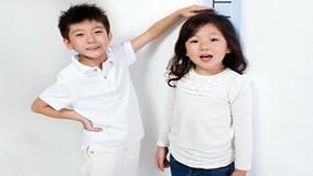 Dấu hiệu trẻ lớn quá nhanh, cha mẹ cần cho con đi khám gấp