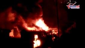 Cháy liên hoàn cả dãy nhà trên phố Đê La Thành, Hà Nội