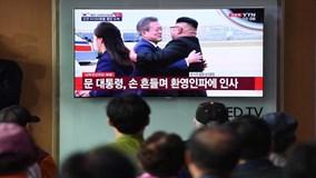 Hai NLĐ Hàn – Triều ôm nhau thắm thiết, sẵn sàng cho thượng đỉnh lần 3