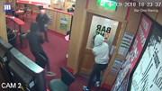Ba tên cướp trùm đầu cầm búa bị cụ ông 83 tuổi đuổi đánh thê thảm