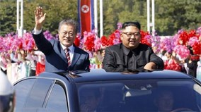 Người Triều Tiên vẫy hoa hô vang khẩu hiệu mừng TT Hàn Quốc đến Bình Nhưỡng
