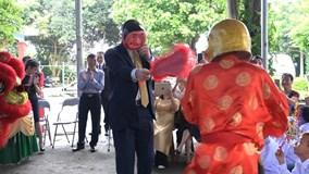 Đại sứ Mỹ hóa Ông Địa, nhảy múa vui Trung thu với trẻ em khuyết tật