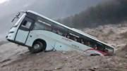 Dòng nước 'nuốt chửng' xe khách, miền bắc Ấn Độ chìm trong lũ lụt
