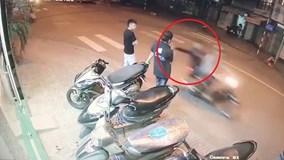 Pha cướp điện thoại 'nhanh như chớp' giữa phố Sài Gòn