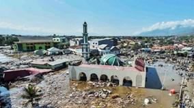 3 ngày sau động đất sóng thần, Indonesia đối mặt với thảm họa kép